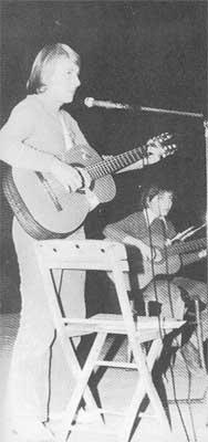 Paola Nicolazzi e il figlio Roberto. Milano, 10 ottobre 1975.
