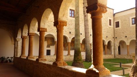 piazza-armerina-chiostro-della-chiesa-di-san-pietro